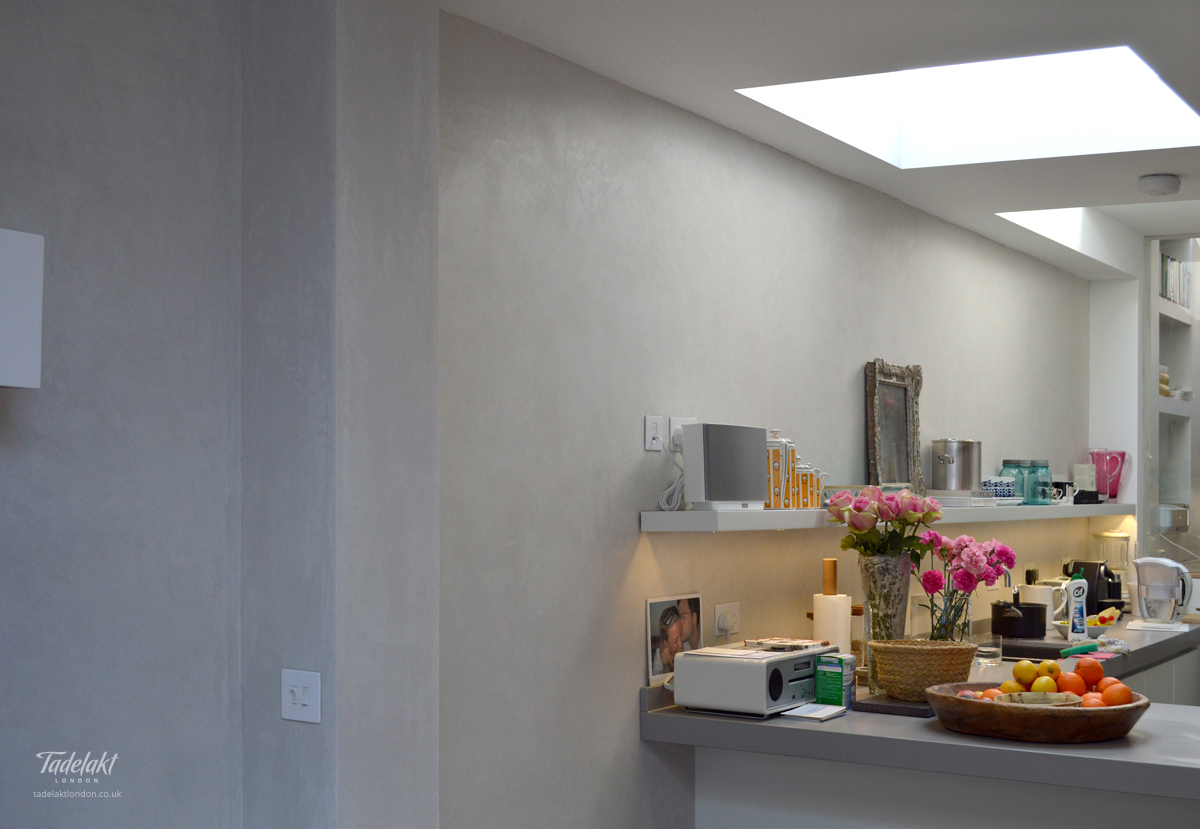 Feature Wall Light Grey : Light grey feature wall Tadelakt London