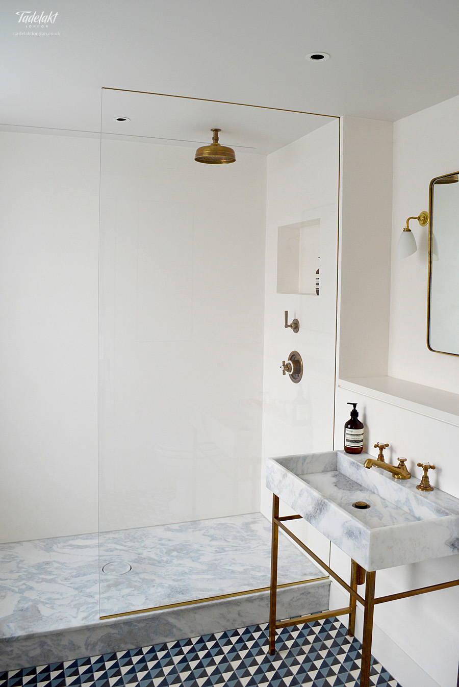 Tadelakt_Natural_White_En_Suite_Shower_01_alt