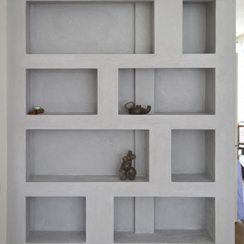 Tadelakt bookcase with built-in lighting