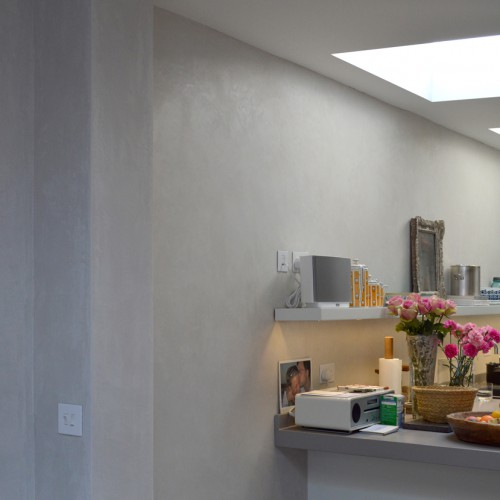 Light grey feature wall